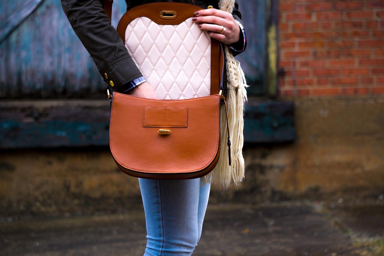 elegancka torebka typu listonoszka